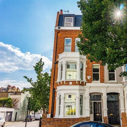 Rent this 5 bed house on London SW6 5LR