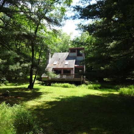 Rent this 3 bed house on Pocono Lake
