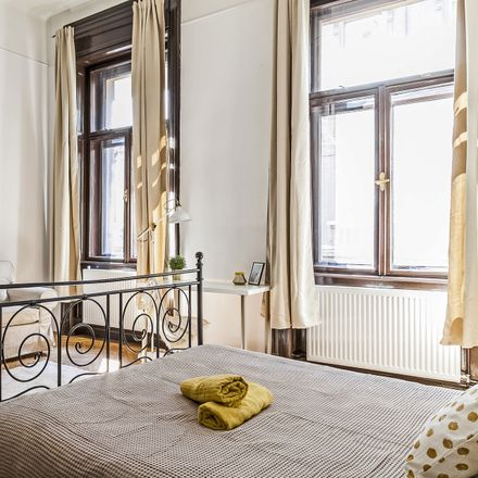 Rent this 4 bed room on Budapest in Szív u. 17, 1063 Ungheria