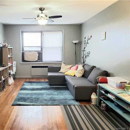 Rent this 1 bed condo on Bell Boulevard in New York, NY 11364