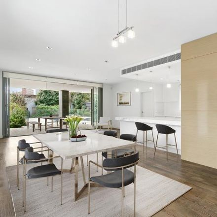 Rent this 5 bed house on 663 Toorak Road