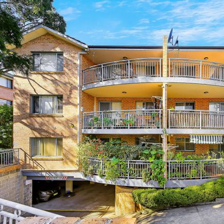 Rent this 2 bed apartment on 3/105 Meredith Street