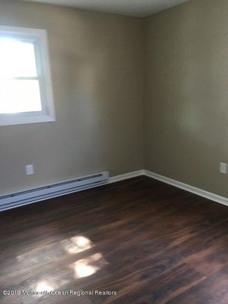 Rent this 3 bed duplex on 71 Maple Avenue in Keansburg, NJ 07734