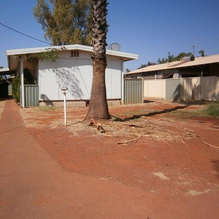 Rent this 3 bed house on 11 Wurangura Street
