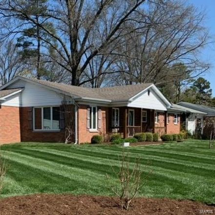 Rent this 3 bed house on 1219 Dougherty Ferry Road in Kirkwood, MO 63122