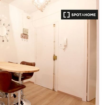 Rent this 3 bed apartment on Escola Cal Maiol in Carrer de Sagunt, 92