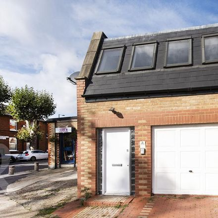 Rent this 1 bed house on North Finchley Mosque in Rosemont Avenue, London N12 0BY
