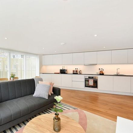 Rent this 3 bed apartment on 354-356 Goswell Road in London EC1V 7LQ, United Kingdom