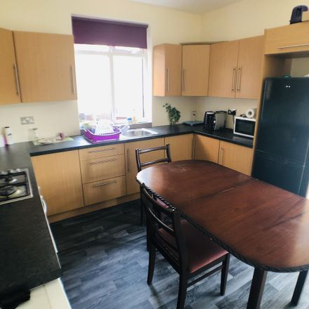 Rent this 6 bed room on Beckett Road in Doncaster DN2 4AA, United Kingdom