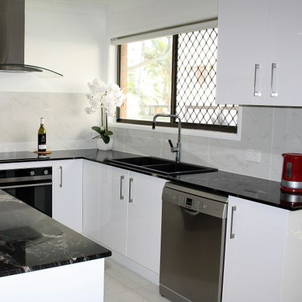 Rent this 3 bed apartment on 6/5 Saltair Street - Sevilla -