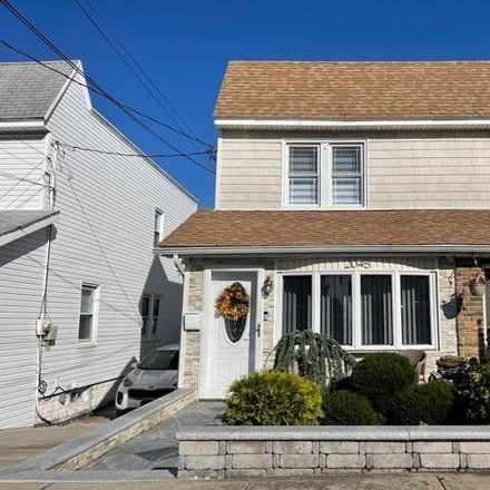 Rent this 3 bed house on E 74th St in Brooklyn, NY