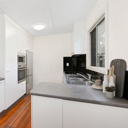 Rent this 3 bed house on 28 Rickston St