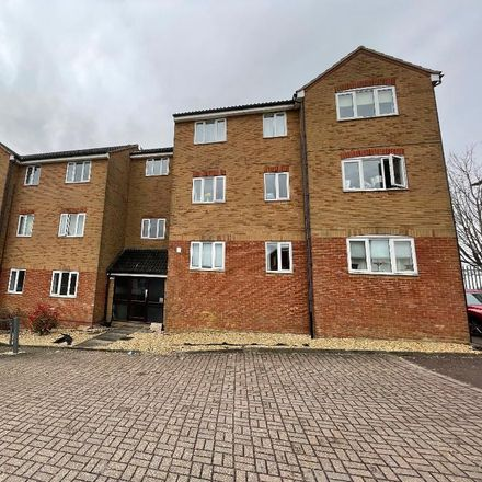 Rent this 2 bed apartment on African Queen in Hewlett Road, Luton LU3 2RP