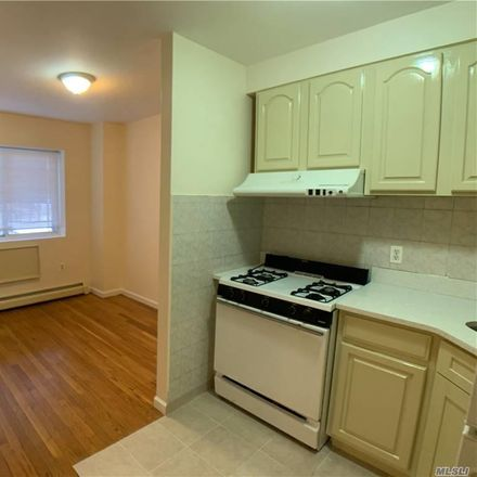 Rent this 3 bed apartment on New York in Linden Hill, NY