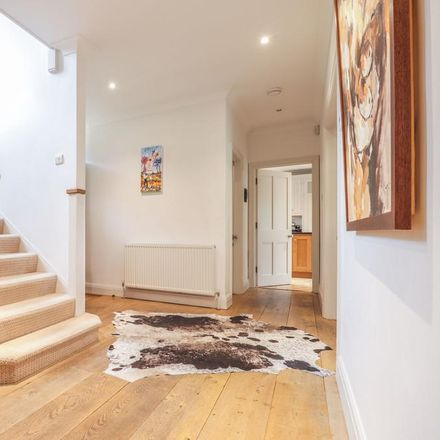 Rent this 5 bed house on East Hertfordshire SG13 7PX