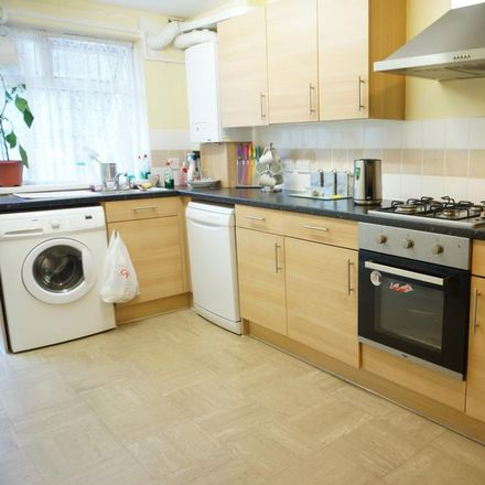 Rent this 3 bed room on Chieftan Drive in Purfleet RM19 1PW, United Kingdom