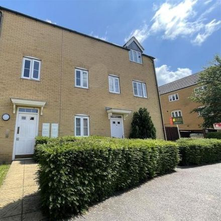 Rent this 2 bed apartment on Snowdonia Way in North Hertfordshire, SG1 6GU