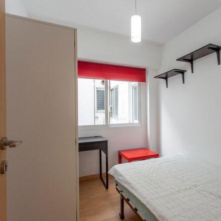 Rent this 4 bed room on Carrer de Berenguer Montoliu in 5, 46011 Valencia