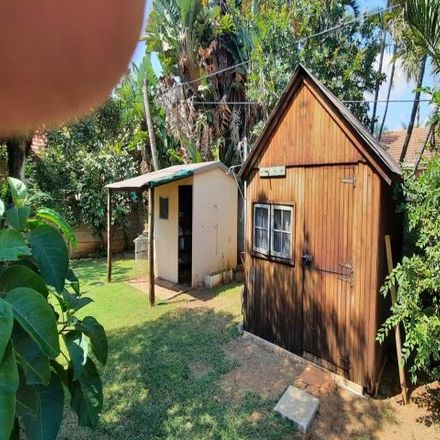 Rent this 3 bed house on Rooihartbees Avenue in Theresapark, Pretoria