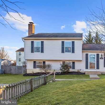 Rent this 3 bed house on 7895 Mayfield Ave in Elkridge, MD
