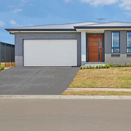 Rent this 4 bed house on 38 Roy Cresent