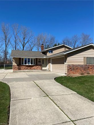 Rent this 3 bed house on 13811 Rosalie Drive in Garfield Heights, OH 44125
