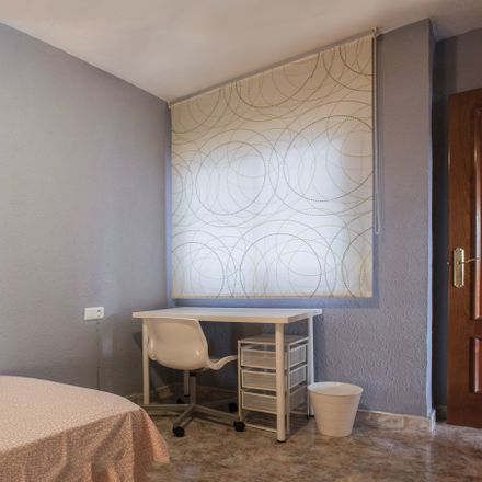 Rent this 3 bed room on Calle Rafael Alberti in 29007 Málaga, Spagna