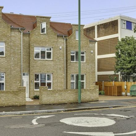 Rent this 4 bed house on Chingford Lane in London IG8 9QW, United Kingdom