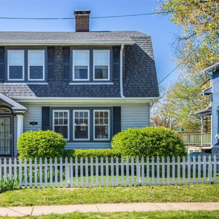 Rent this 3 bed house on 1121 Madison Street in Saint Charles, MO 63301