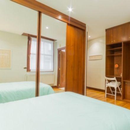 Rent this 5 bed room on Vienés in Calle Iparraguirre / Iparraguirre kalea, 11
