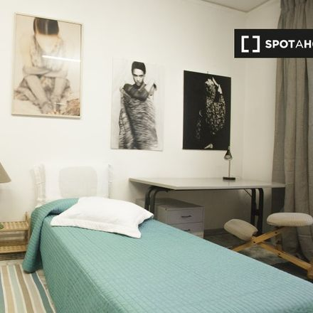 Rent this 4 bed room on Bonnie e Clyde Lounge Bar in Via Caio Canuleio, 107