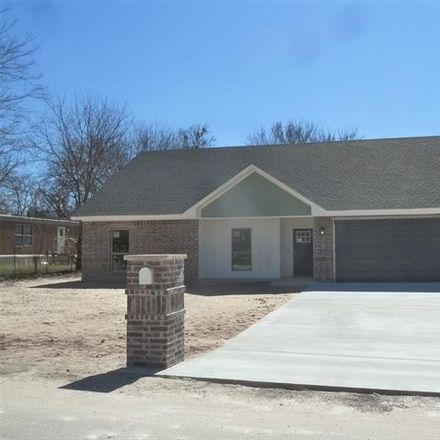 Rent this 3 bed house on Pecan St in Alvord, TX