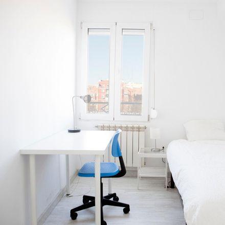 Rent this 3 bed apartment on Farmacia - Avenida Peña Prieta 16 in Avenida de Peña Prieta, 16