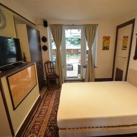 Rent this 1 bed apartment on Place des Acacias - Acaciasplein 14 in 1040 Etterbeek, Belgium