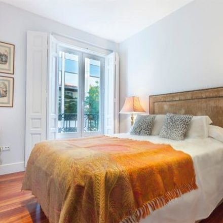 Rent this 2 bed apartment on Charlotte in Calle de Trafalgar, 8