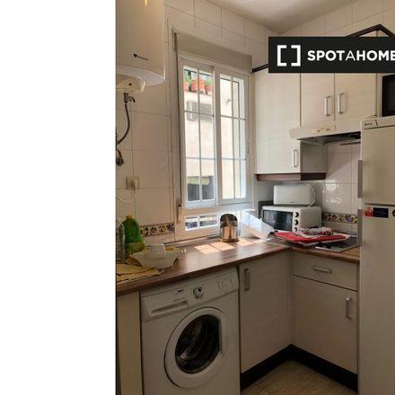 Rent this 2 bed apartment on Mercure Plaza de España in Calle de Tutor, 1