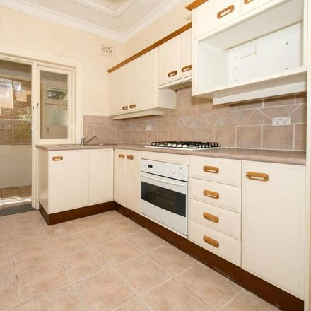 Rent this 2 bed apartment on 1/5 Prince Street