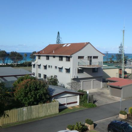 Rent this 3 bed apartment on 24/1 Kingscliff Street