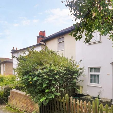 Rent this 2 bed house on Middle Road in Leatherhead KT22 7HN, United Kingdom