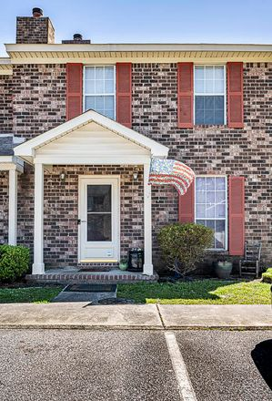 Rent this 3 bed townhouse on Sandlewood Dr in Summerville, SC