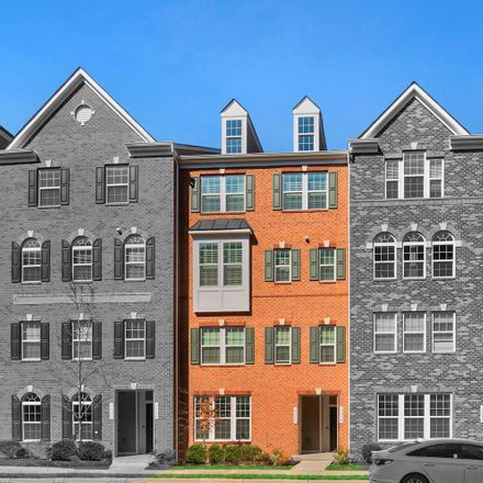 Rent this 3 bed condo on Herndon