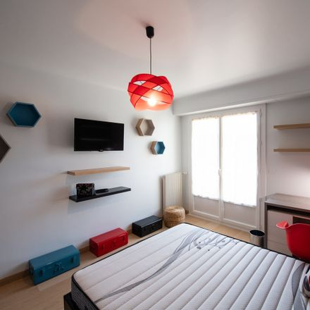 Rent this 4 bed room on 47 Rue Carnot in 64000 Pau, France