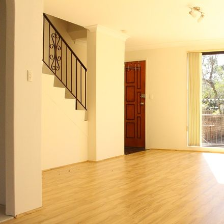 Rent this 2 bed townhouse on 3/10 Taranto  Road