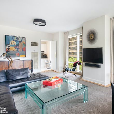 Rent this 3 bed condo on Trump World Tower in 845 1st Avenue, New York