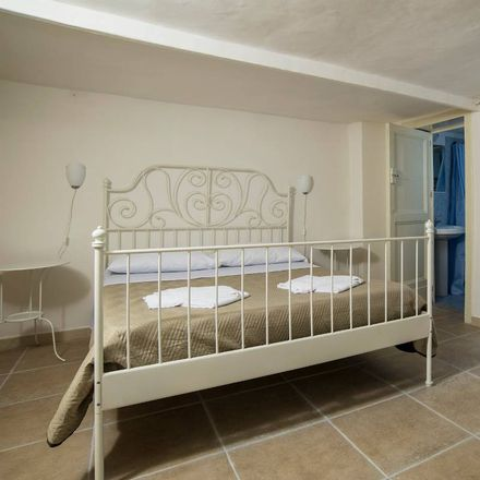 Rent this 5 bed room on Catania