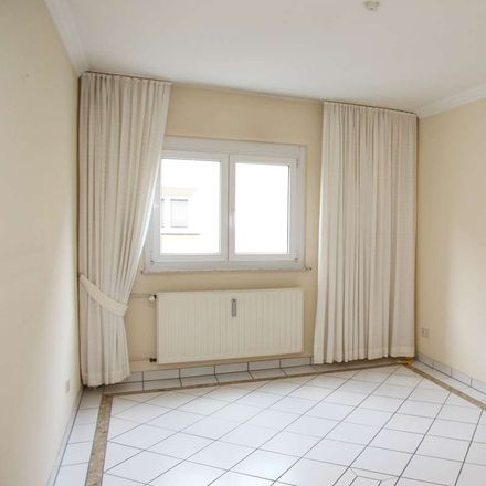 Rent this 3 bed apartment on Mauenheim in Cologne, North Rhine-Westphalia