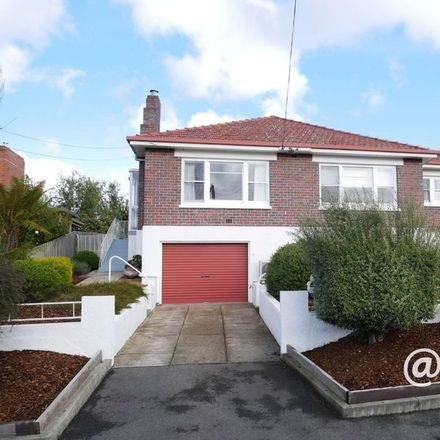Rent this 3 bed house on 4 Diprose Street