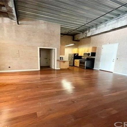 Rent this 1 bed condo on Jewelry District in Metro Red/Purple Lines Entrance, Los Angeles