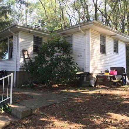 Rent this 3 bed house on 206 Jefferson Avenue in Glen Dale, WV 26038
