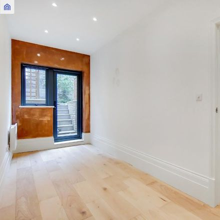 Rent this 2 bed apartment on Iceland Fish Bar in 11 Archway Road, London N19 3TX